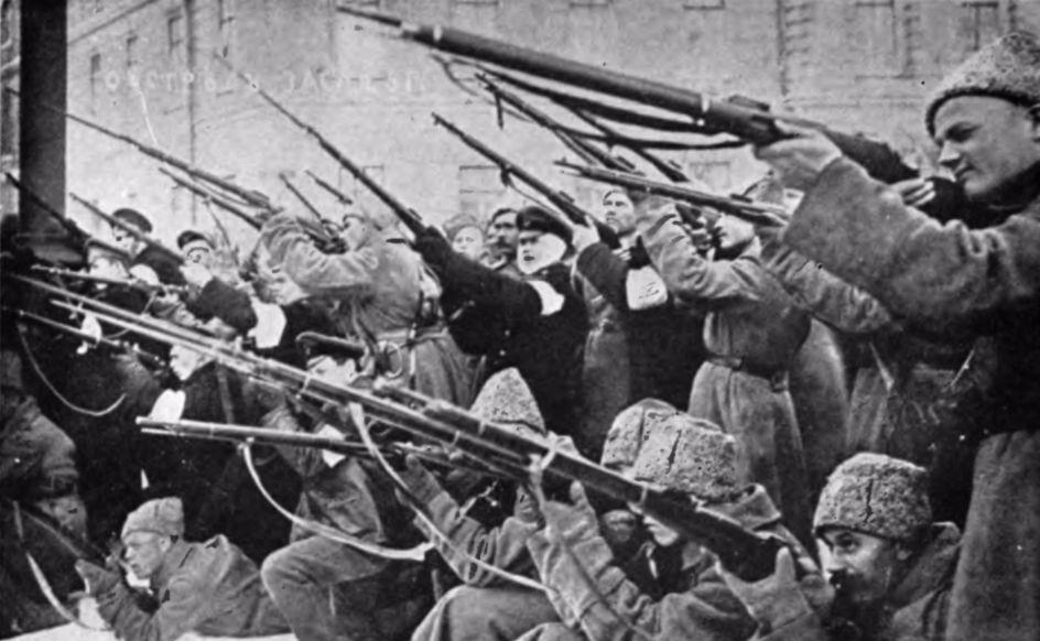 Russische Revolutie - Sovjets vallen de tsaristische politie aan