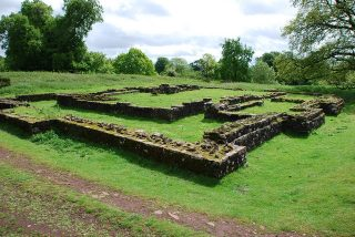 Tempel in Lydney Park - cc