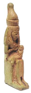 Beeldje van de godin Moet, met een kind op schoot als het symbool van het moederschap (Rijksmuseum van Oudheden, Leiden).
