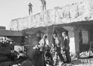 Bouwwerkzaamheden op Schiphol, juli 1945 (CC0 – Willem van de Poll – wiki)