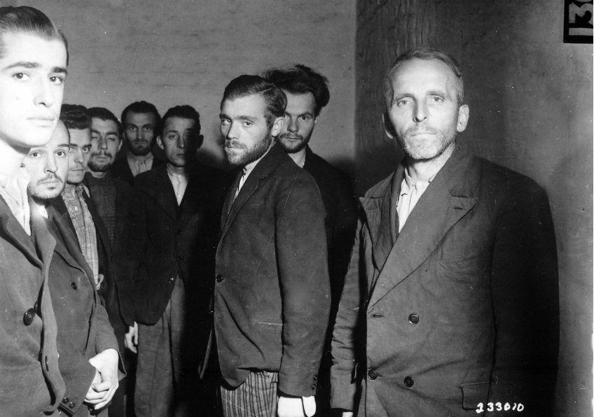 Gearresteerde leden van de Gestapo na de bevrijding van Luik door de geallieerden