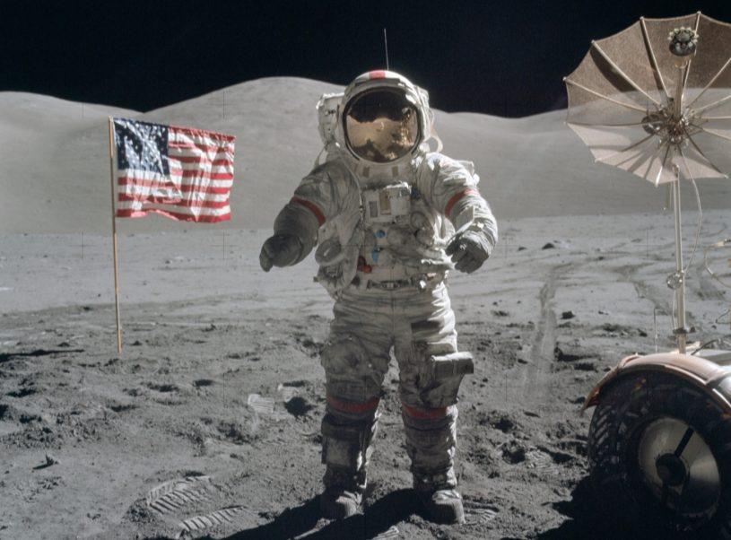 Gene Cernan op de maan in 1972