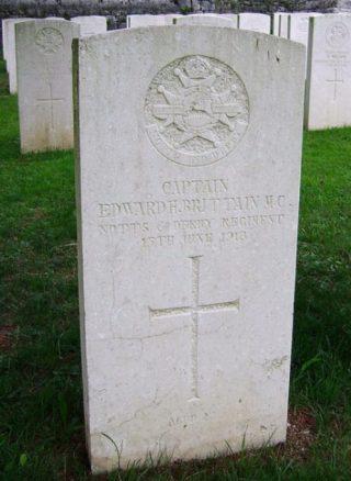 Grafsteen van broer Edward Brittain - cc