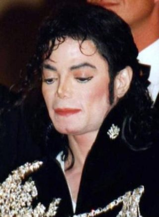 Michael Jackson in 1997 (CC BY-SA 3.0 - Georges Biard - wiki)