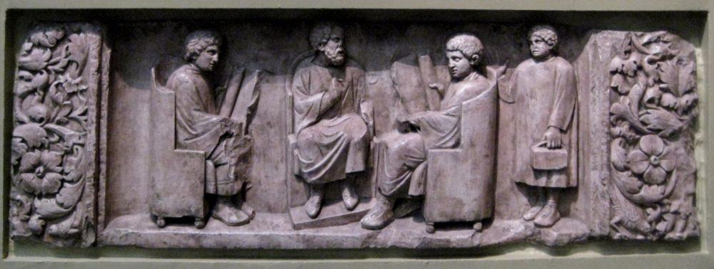 Romeins reliëf - Leraar met drie leerlingen - cc