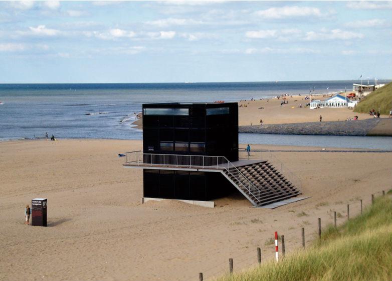 De Kaäba van Katwijk: het Spiegelzeepaviljoen. Foto's: Spiegelzee