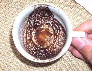 Een kopje met achtergebleven koffiedik - cc