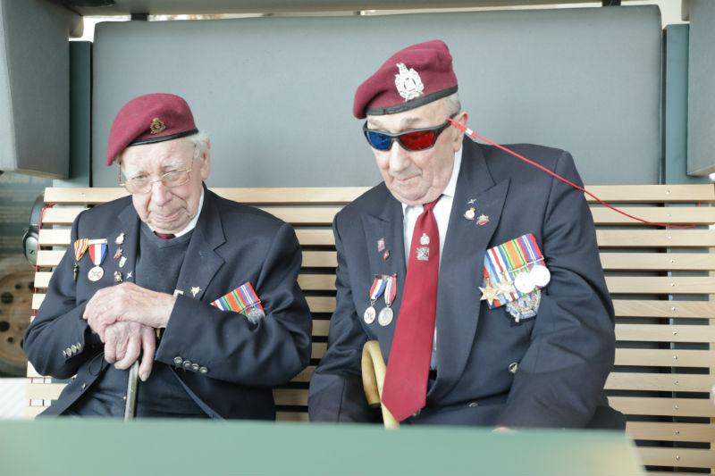 David Whiteman en Geoff Roberts in Airborne at the Bridge