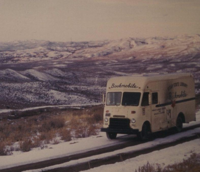 Rijdende bookmobiel in Utah, 1970