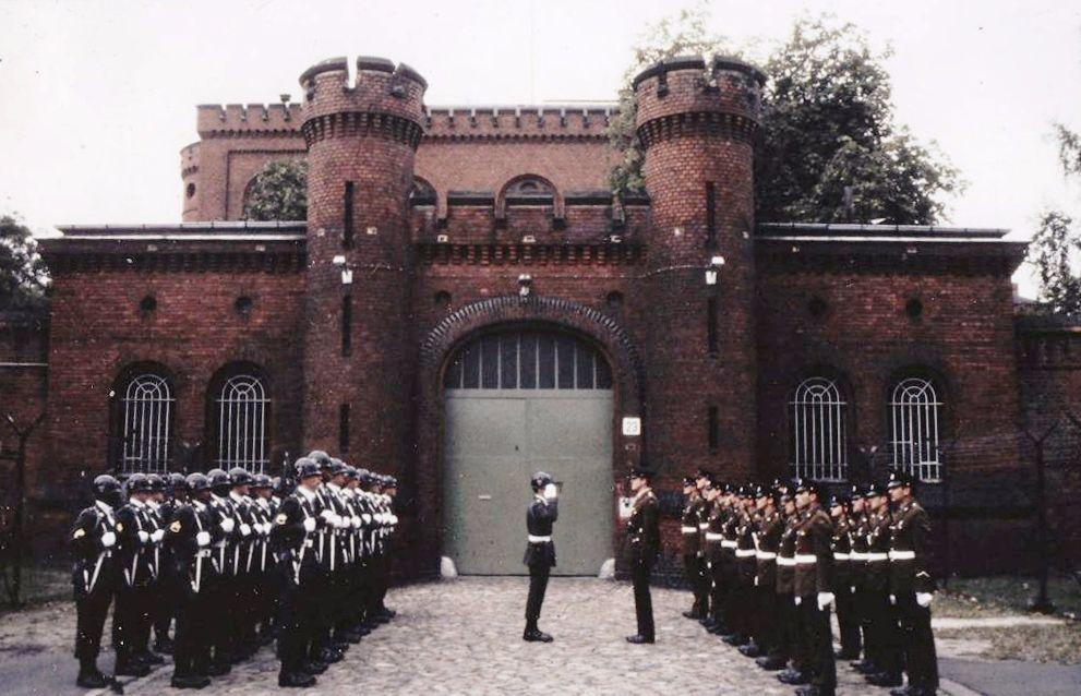 Bewakers bij de Spandau-gevangenis - cc