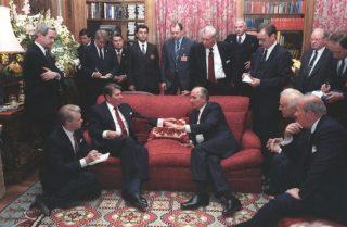 Topoverleg tussen Reagan en Gorbatsjov in Genève (20 november 1985)