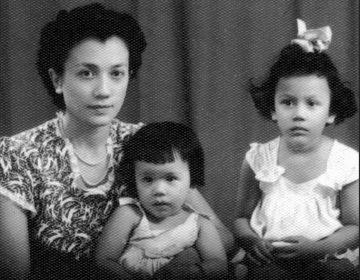 Officieel portret van Tilly met Margy en Mady 1949.