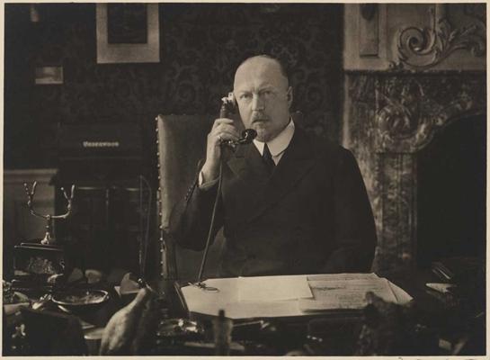 Prins Hendrik als voorzitter van het Nederlandse Rode Kruis, ca. 1930 (Franz Ziegler - Koninklijk Huis)