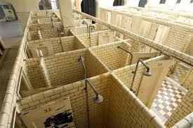 Mijnwerkers moesten schoon naar huis. Ze konden douchen in 500 douchehokjes.