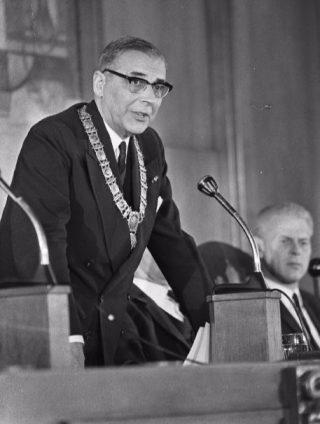 Afscheid van burgemeester Van Hall (cc - Nationaal Archief/Anefo/Kroon)