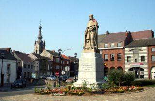 Standbeeld van Jean Froissart in Chimay, België