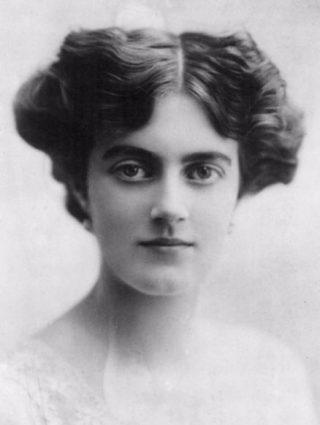 Clementine Churchill (1915)