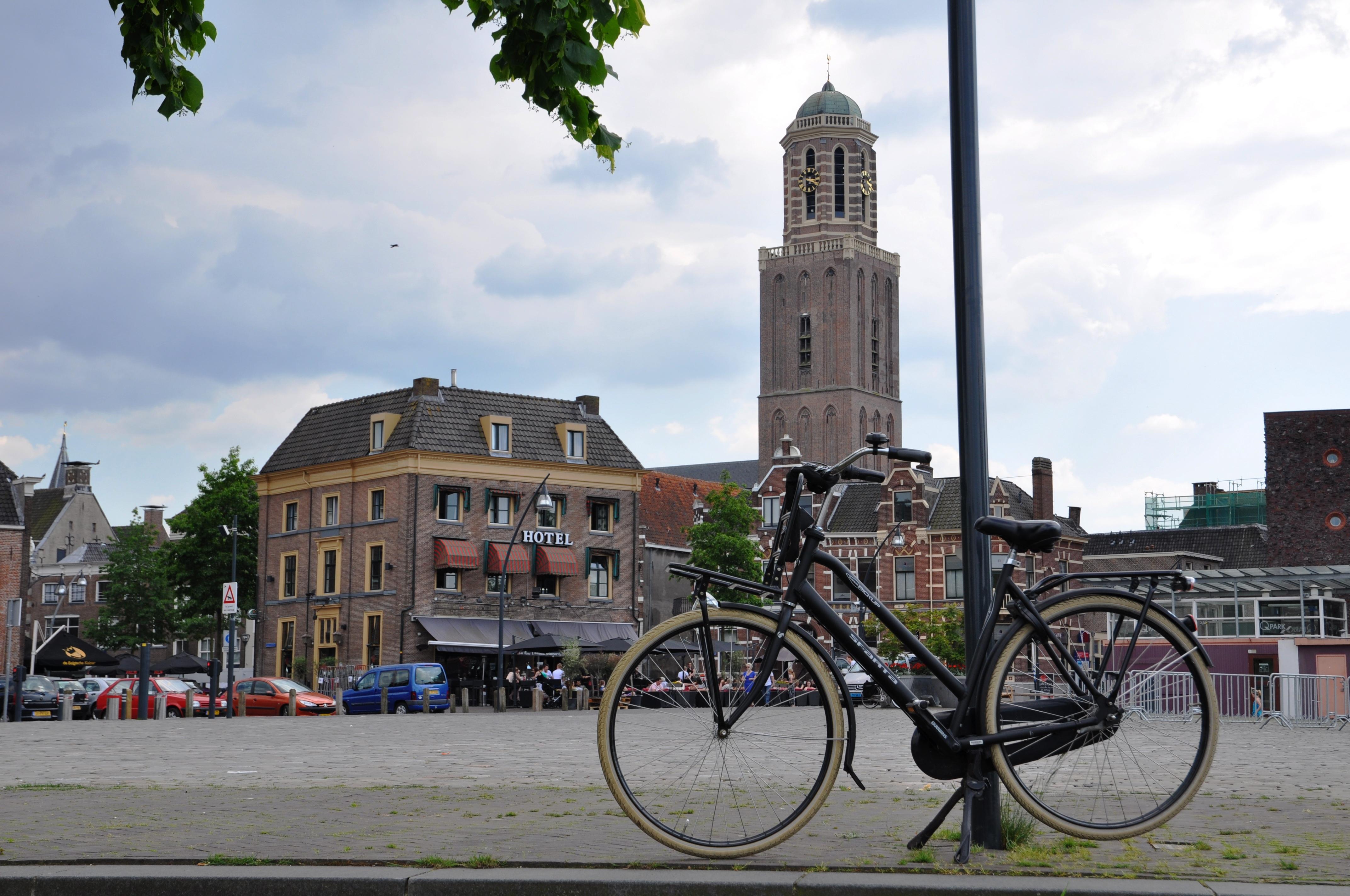 De skyline van Zwolle, met Peperbus, gezien vanaf het Rodetorenplein