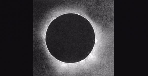De allereerste foto van een zonsverduistering, Julius Berkowski (1851)