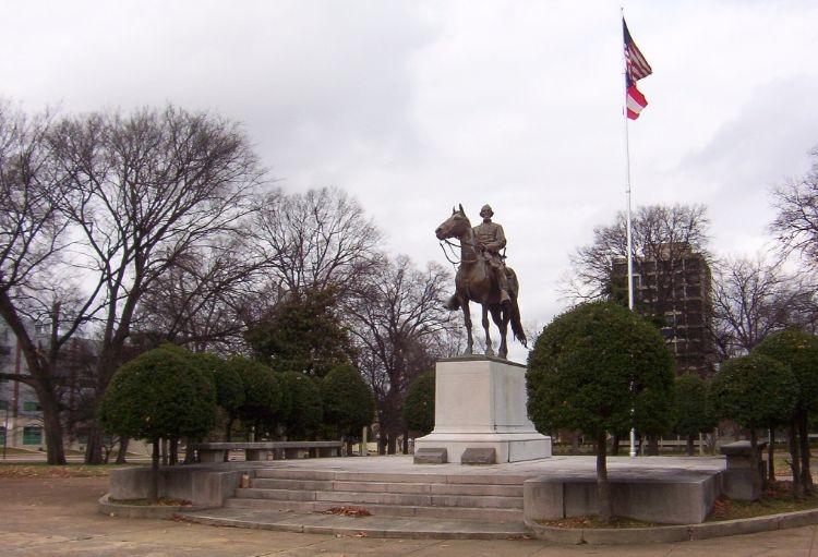 Monument bij het graf van de voormalige generaal, Memphis (cc)