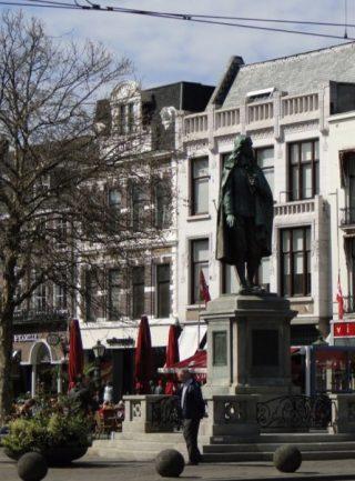 Standbeeld van Johan de Witt in Den Haag (cc - Nikolai Karaneschev)