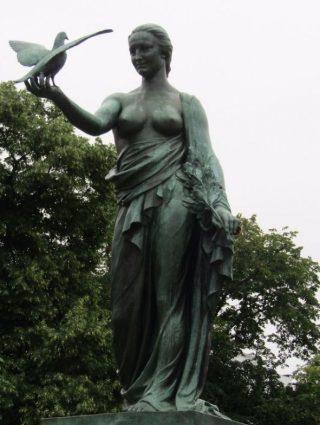 Monument 'Aan de Oorlogsduif' (Foto: www.tracesofwar.com)