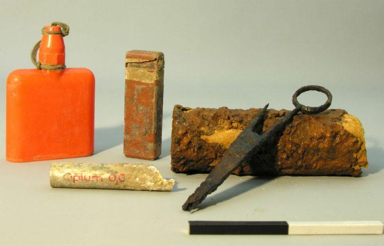 In Arnhem opgegraven inhoud van een EHBO-tas (ADC ArcheoProjecten)