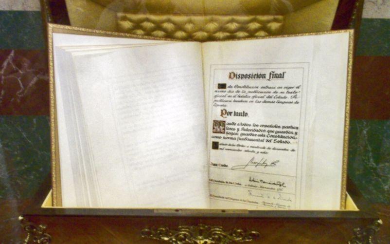 Afschrift van de grondwet van Spanje in het Spaanse congres - cc