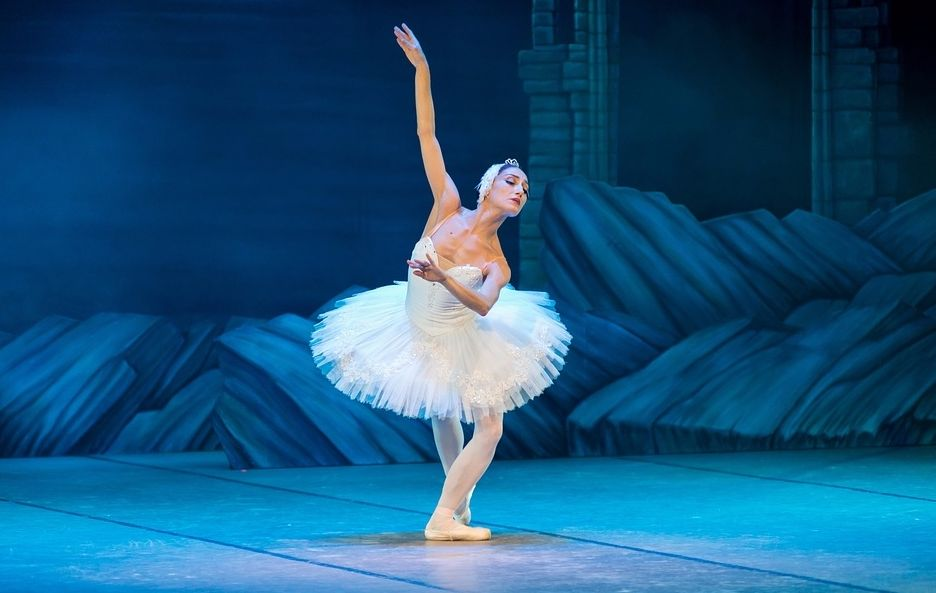 Ballerina (cc - nikidinov - Pixabay)