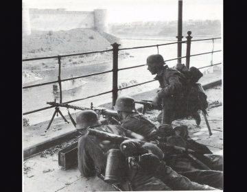 Slag om Narva - Estse soldaten bij de rivier de Narva, 1944 (wiki - airbase.ru)