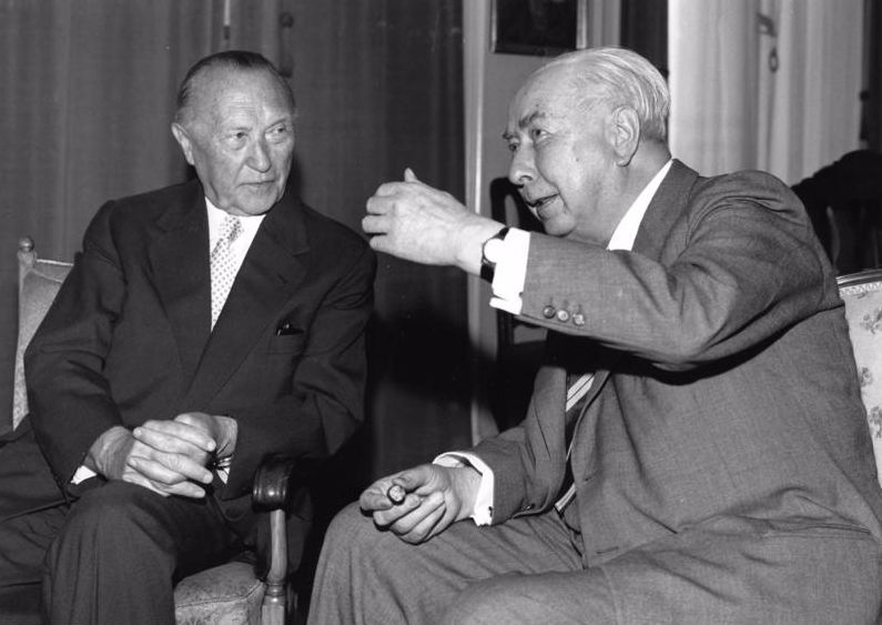 Konrad Adenauer en Theodor Heuss (cc - Bundearchiv)