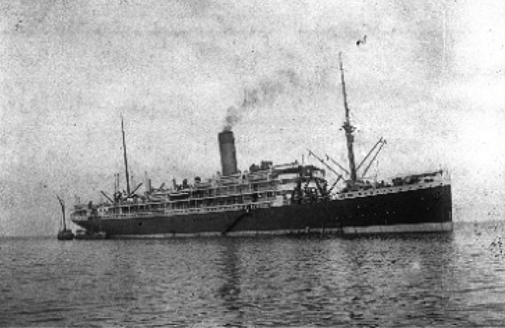 De ss Koningin Emma, het enige schip van de SMN dat in de oorlog verloren ging, in 1915. Bron: Stichting Nationaal Museum van Wereldculturen, collectienummer TM- 60011407: http://collectie.tropenmuseum.nl/Default.aspx?ccid=12520