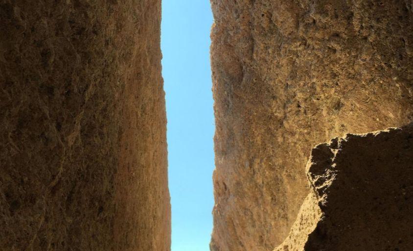 Smalle gang naar de Myceense graftombe (Ministerie van Cultuur van Griekenland)