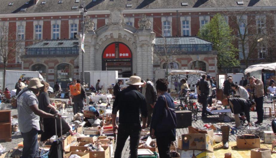 Dagelijkse vlooienmarkt op het Vossenplein (cc)