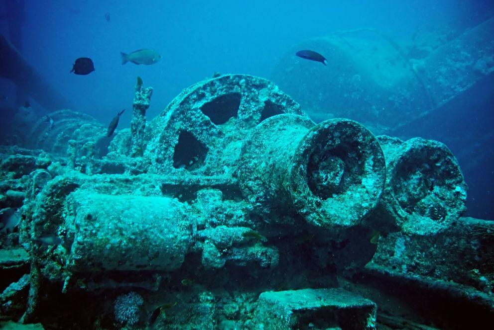 De SS Thistlegorm met onderdelen van een locomotief (wiki)