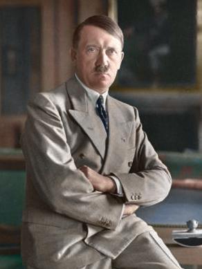 Ingekleurde portretfoto van Adolf Hitler in 1933
