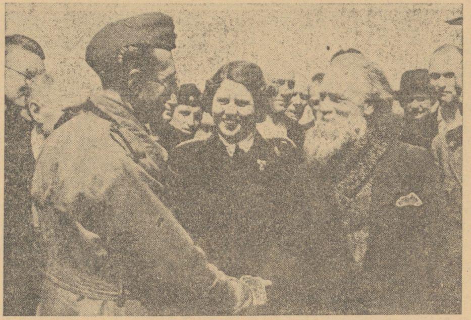 Loes van Overeem kort na de bevrijding van het kamp (Het Vrije Dagblad, 26 mei 1945 - Delpher)