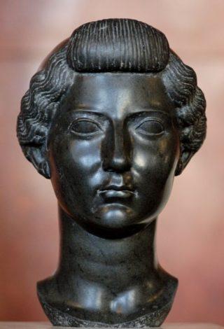 Portret van Livia in Egyptisch basalt (ca. 31 v.Chr., Louvre).