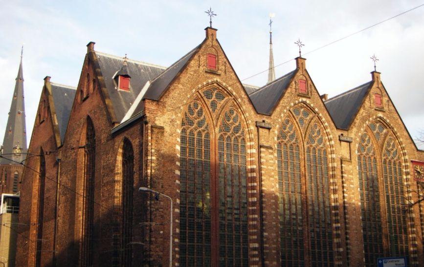 Scherpe resolutie - Kloosterkerk in Den Haag