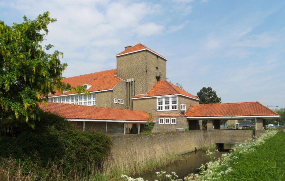 Voormalige hbs in Harlingen (cc)