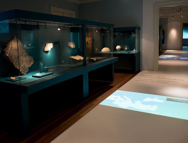 De tentoonstelling 'Crossroads. Reizen door de middeleeuwen' (Allard Pierson Museum - Monique Kooijmans)