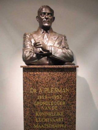 Albert Plesman - Standbeeld op Schiphol