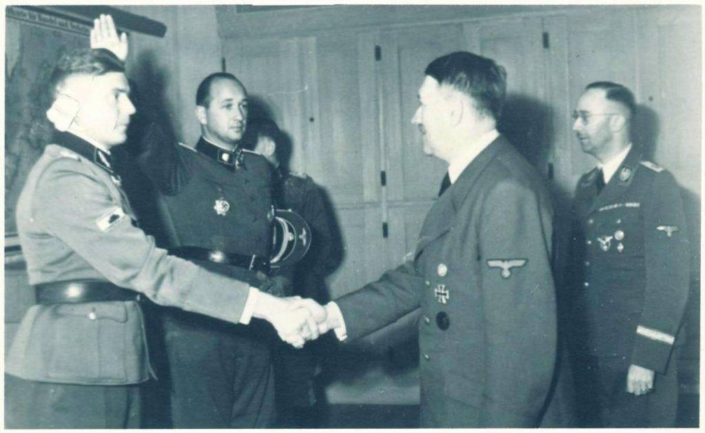 Harmel en Hitler in 1943 (Airborne Museum)