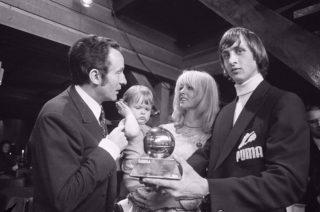 Johan Cruijff, gesponsord door PUMA, bij de uitreiking van de Ballon d'Or in 1971 (cc - Bert Verhoeff; Nationaal Archief, Den Haag)