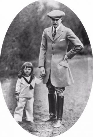 Prins Bernhard, als kleuter, met zijn vader prins Bernhard von Lippe 1914 (cc - Nationaal Archief)