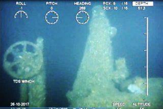 Stuurwiel, periscoop en luik van de gezonken onderzeeboot. (Defensie)