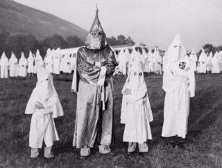 Aanhangers van de Ku Klux Klan in 1948 - cc