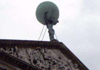 Atlas op de achtergevel van het Paleis in Amsterdam - cc