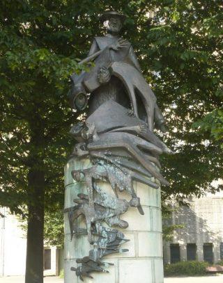 Beeld van pater Damiaan bij de Basiliek van Koekelberg - cc