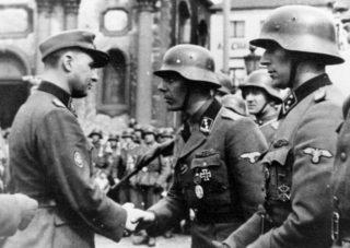 Léon Degrelle in Charleroi op 1 april 1944